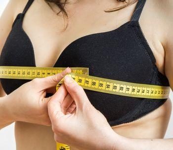 Umieszczenie brodawki i otoczki podczas operacji zmniejszenia piersi