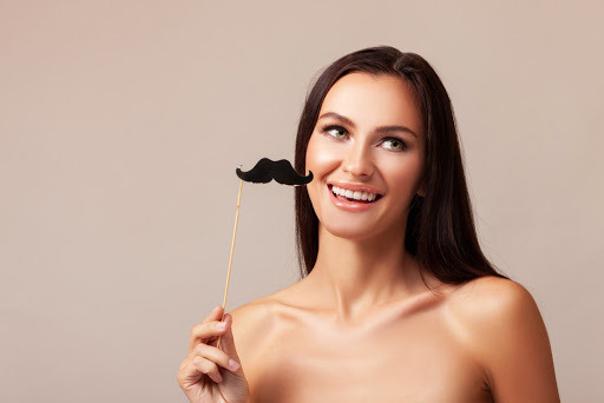 Usuwanie wąsika u kobiet