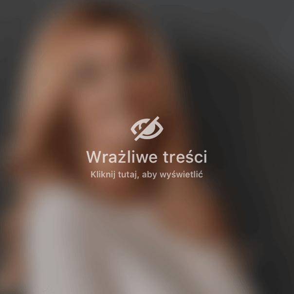 Kobieta w ciąży stosująca krem na rozstępy