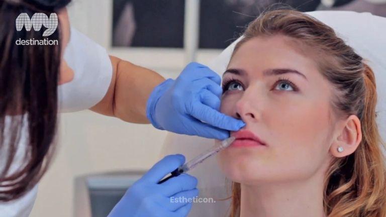 Powiększanie ust kwasem hialuronowym - przebieg zabiegu